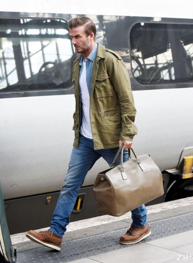 Tuy nhiên, hình ảnh nam tính và lịch lãm vẫn là một trong những lựa chọn hàng đầu của anh chàng. David Beckham luôn cập nhật nhanh nhạy các xu hướng hot trên sàn diễn thời trang thế giới.