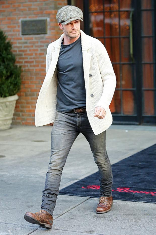 Đôi lúc anh cũng biến hóa trở thành những quý ông cổ điển với các item độc đáo như mũ beret, áo blazer len…