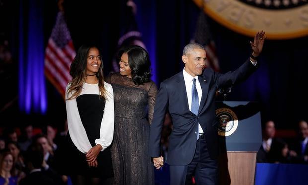 Cùng vợ, bà Michelle Obama và con gái Malia xuất hiện trong không khí chào đón tưng bừng ở trung tâm hội nghị McComick Place.