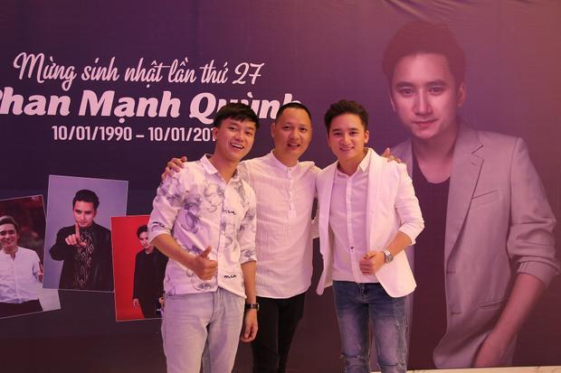 Đặc biệt, buổi tiệc còn có sự xuất hiện của nhạc sĩ Nguyễn Hải Phong và Bùi Công Nam.