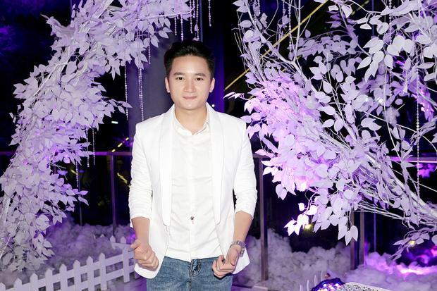 Năm 2016 có thể nói là một năm thành công với nam ca, nhạc sĩ Phan Mạnh Quỳnh.