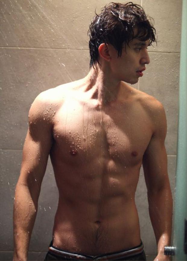Đường nét trên cơ thể của anh cũng là một trong những niềm khao khát của giới trẻ xứ sở kim chi.