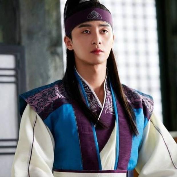 Park Seo Joon vai Sun Woo.