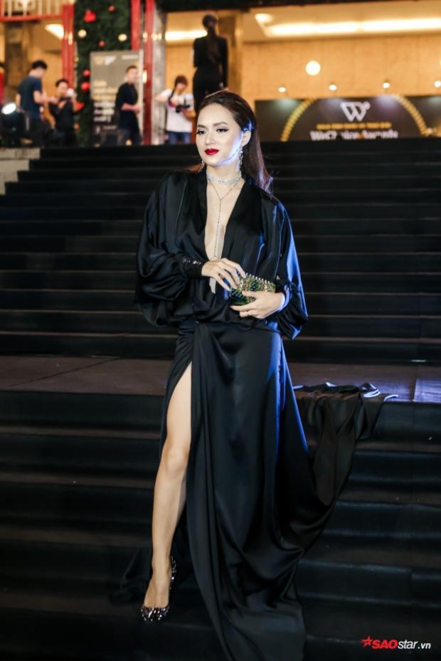 """Một trong những """"nữ hoàng"""" sexy nhất sự kiện, Hương Giang Idol khiến khán giả không khỏi rời mắt với sự quyến rũ của mình."""
