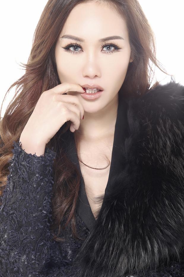 Hoa hậu Kim Nguyễn sở hữu gương mặt rất cá tính và gợi cảm.