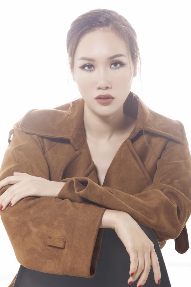 Cận cảnh vẻ gợi cảm khó rời mắt của Hoa hậu Quý bà châu Á 2016.