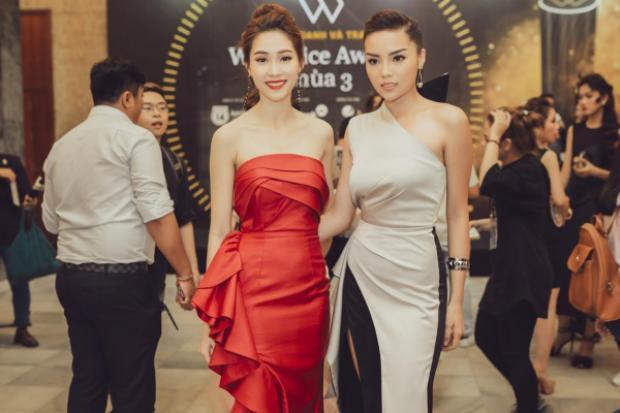 Đặng Thu Thảo không hề kém cạnh độ nóng bỏng khi đứng cùng Hoa hậu Kì Duyên.