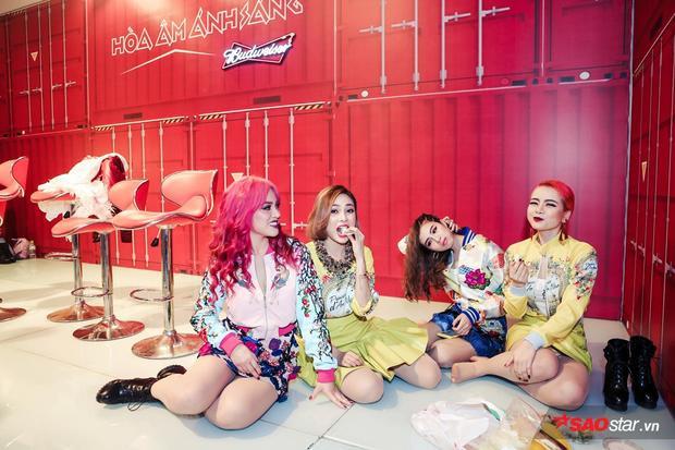 Được biết, S Girls sẽ mang khán giả đến với một Nhà hát lộng lẫy và được dàn dựng hoành tráng.