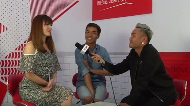 Yến Nhi & Đỗ Hiếu tham gia livestream cùng chương trình (Ảnh chụp từ clip).