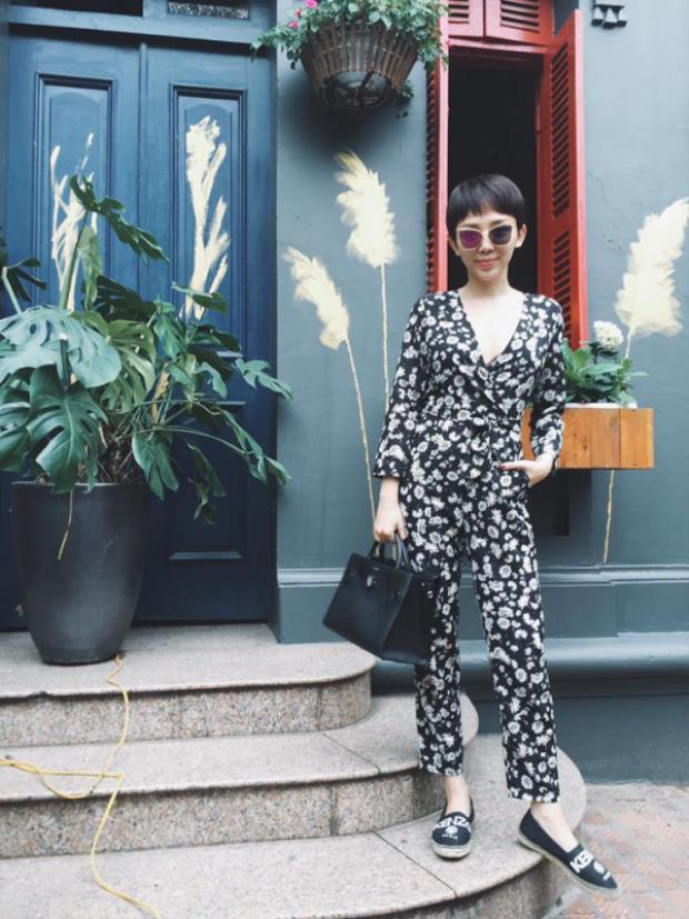 Các bạn trẻ yêu thời trang có thể học hỏi vô số phong cách từ nàng ca sĩ Tóc Tiên.