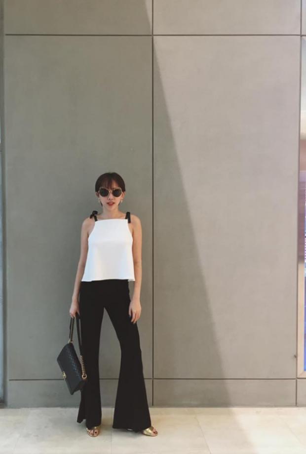 Cô nàng chính là một trong những fashionista siêu hot trong làng mốt Việt.