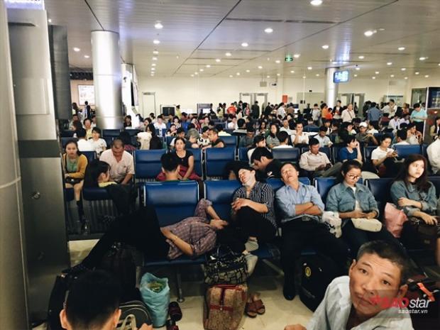 Hàng nghìn người dắt díu nhau trở về nhà đoàn viên dịp Tết sau một năm vất vả mưu sinh.