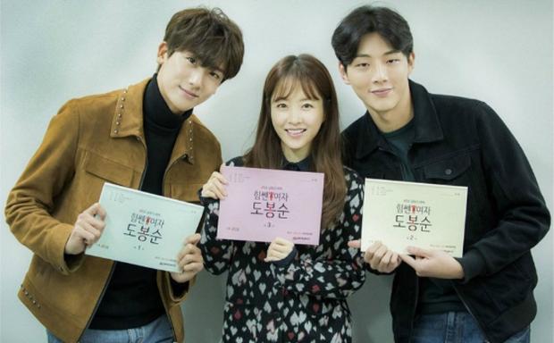 """Ji Soo, Park Bo Young, Park Hyun Sik - bộ ba sẽ """"chiếm tim"""" khán giả trong Cô nàng mạnh mẽ Do Bong Soo."""