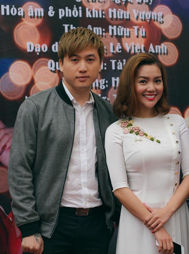 Tô Minh Đức và Nguyễn Ngọc Anh trong ngày ra mắt MV Khúc xuân yêu thương.