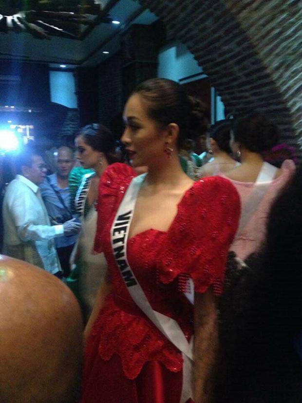 Dù trên sân khấu hay trong hậu trường, đại diện Việt Nam vẫn xinh đẹp và nổi bật.