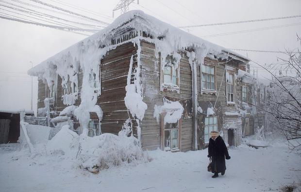 Ngôi nhà quanh năm khoác trên mình 'lớp áo choàng' băng đá.