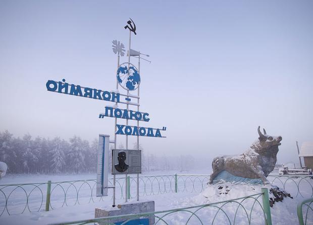 Ngay cả tấm bảng tên làng cũng ghi rõ: 'Omyakon, cột mốc của lạnh giá'.