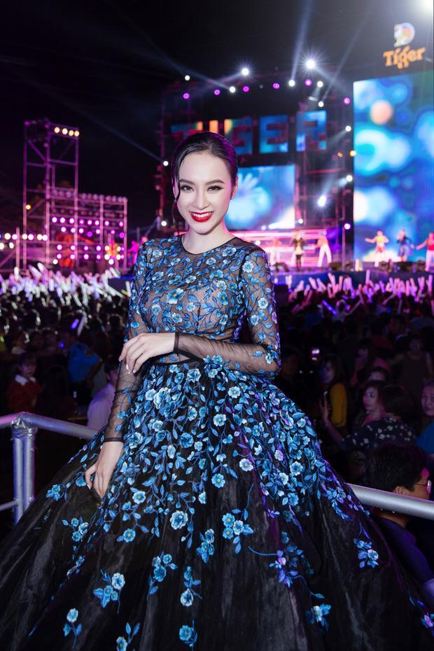 Danh hiệu Angela Phương Trinh nhận được mới đây trao dựa trên những đóng góp tích cực của mỹ nhân cho nghệ thuật và xã hội thể hiện qua 3 bộ phim điện ảnh cùng những hình ảnh đẹp và gần gũi, thân thiện với người hâm mộ trong năm 2016.