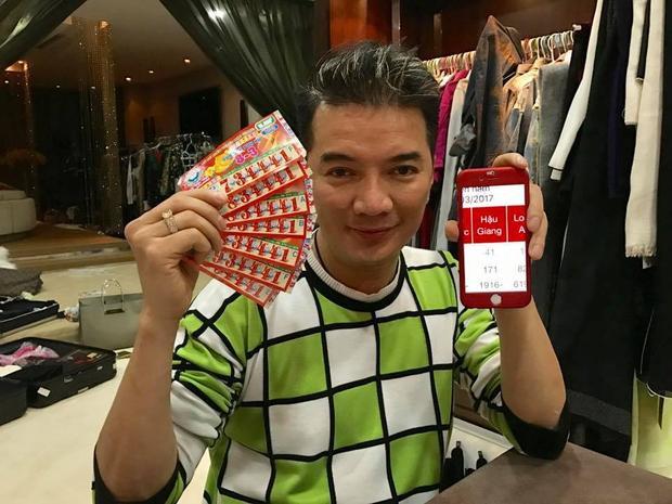 Anh thông báo mình trúng 7 trong số 134 vé đã mua.