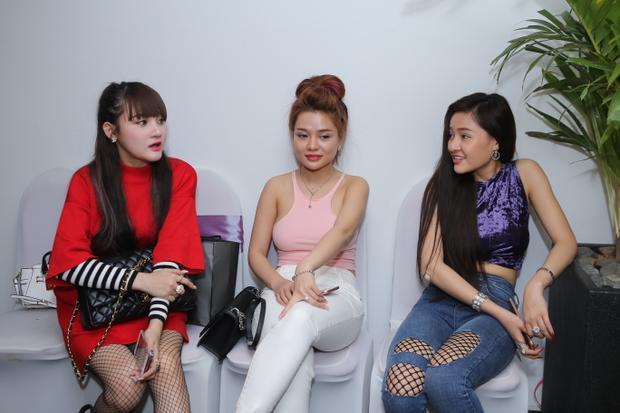 Ngân 98 và Mon 2k gây náo loạn khi đăng ký casting The Face miền Nam