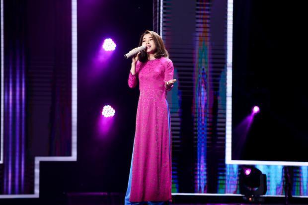 Mai Hường thể hiện ca khúc Ai cho tôi tình yêu của nhạc sĩ Trúc Phương bằng chất giọng nữ trung trong trẻo.