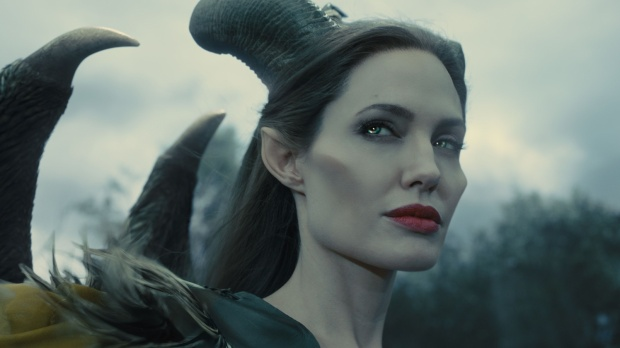Angelina Jolie trong vai Maleficent.