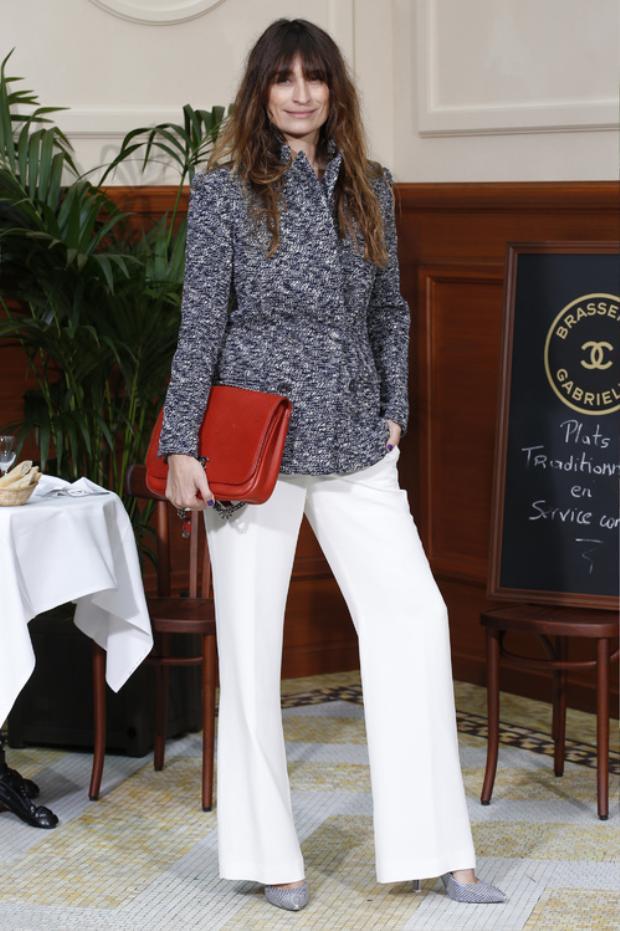Có thể nói cựu người mẫu Caroline de Maigret có cả tuổi thanh xuân gắn liền với Chanel, cô chứng kiến sự sáng tạo cũng như đồng hành cùng thương hiệu này qua thời gian dài.