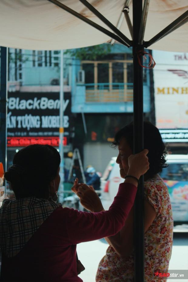 Niềm vui từ nồi cháo thịt bằm miễn phí của chị Linh ở Sài Gòn
