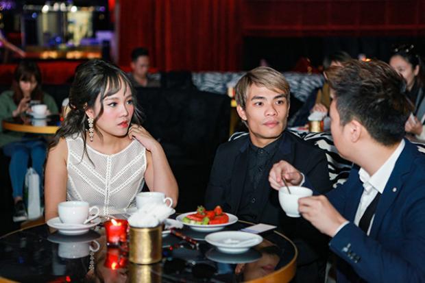 Liên tục trò chuyện vui vẻ cùng nhạc sĩ Dương Trường Giang.
