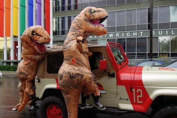Lộ diện gương mặt thật của Ralph the Rex: Chú khủng long tay ngắn khiến cư dân mạng phát cuồng