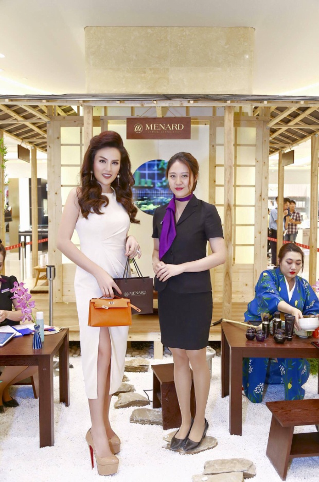 Cô còn sở hữu dòng túi mini Hermes Kelly Danse có giá hơn 300 triệu.