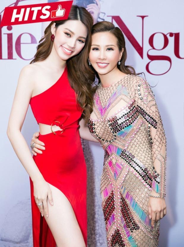 2 nàng hoa hậu Thu Hoài - Jolie Nguyễn đẹp đều trong những thiết kế khác nhau. Nếu Thu Hoài sang chảnh với đầm của NTK Công Trí với sự gắn kết tinh xảo thì Jolie lại khoe nước da trắng ngần cùng vòng eo thon gọn với tông đỏ nổi bật.
