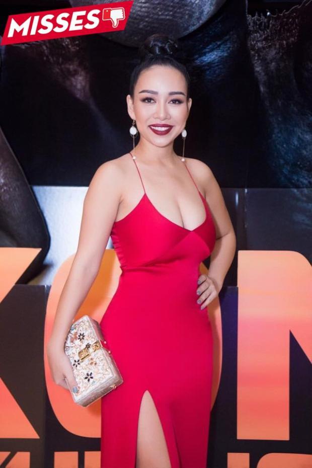 """Thảo Trang quá nóng vội khi diện chiếc váy khiến người nhìn có chút """"ngạt thở""""."""