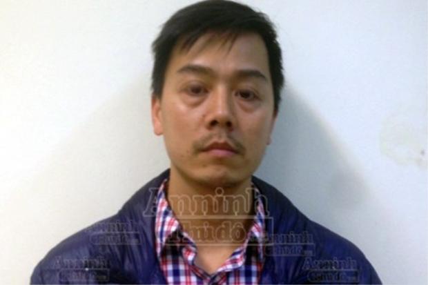 Cao Mạnh Hùng tại cơ quan cảnh sát điều tra với gương mặt khác hẳn những tấm hình lan truyền trên mạng . Ảnh: An Ninh Thủ Đô