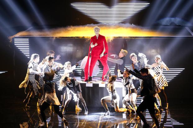 Lip B hóa thành công chúa Ai Cập đối đầu cùng kẻ mơ mộng S.T tại Remix New Generation