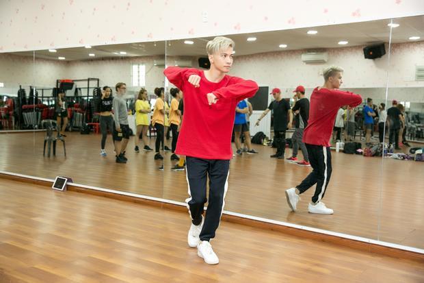 S.T dành 6 tiếng mỗi ngày tập vũ đạo chuẩn bị đại chiến lần 2 tại Remix New Generation
