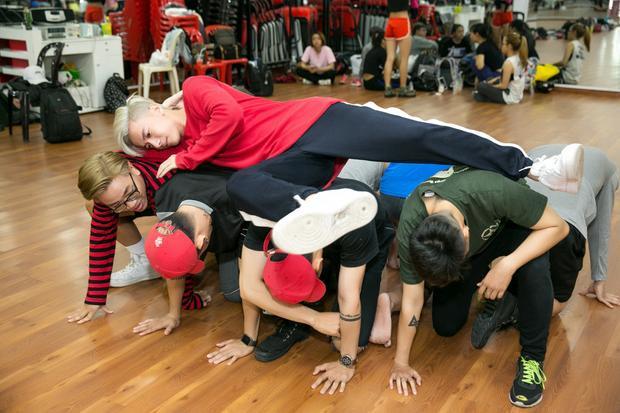 """""""Nam vương"""" Bước nhảy hoàn vũ dành 6 tiếng mỗi ngày để tập vũ đạo."""