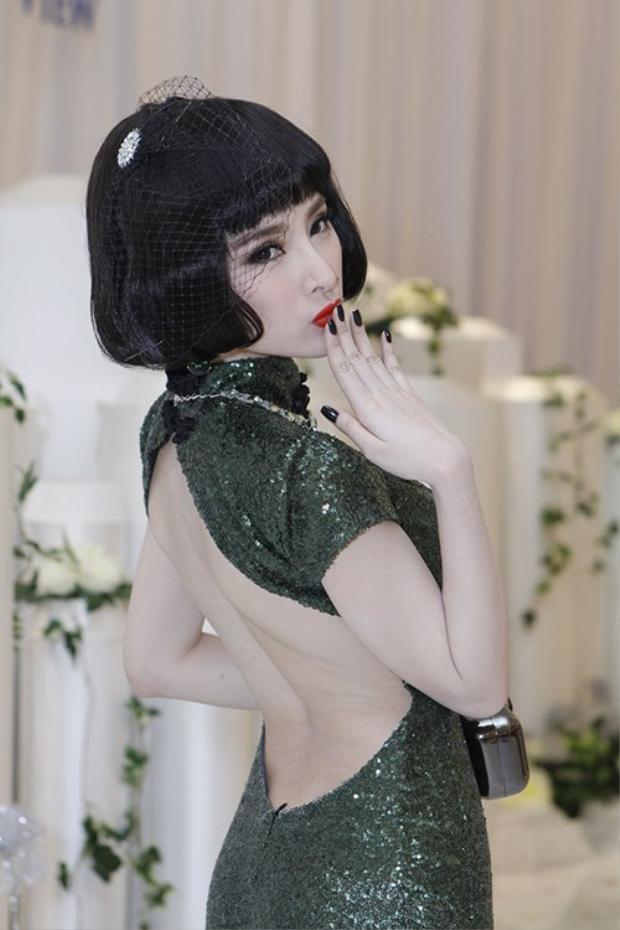 Angela Phương Trinh từng gắn liền với những scandal ồn ào cùng phong cách thời trang già dặn.