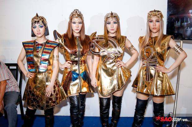 """4 cô nàng Lip B trong hình tượng """"Nữ hoàng Ai Cập""""."""