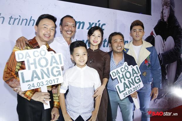 Đạo diễn Nguyễn Quang Dũng và dàn diễn viên trong phim tham gia suất chiếu đặc biệt của Dạ cổ hoài lang.