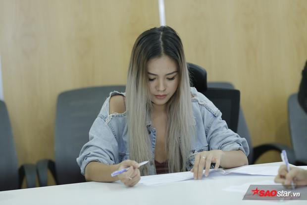 """""""Nàng thơ"""" của Soobin Hoàng Sơn - Quỳnh Như xuất hiện với phong cách cá tính như chính hình ảnh của cô nàng."""