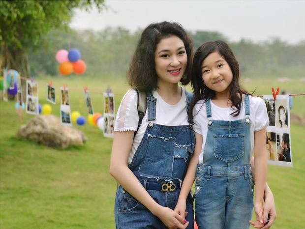 Bé Khánh Linh năm nay đã 9 tuổi. Không chỉ dễ thương mà bé còn khá lém lỉnh và bạo dạn.