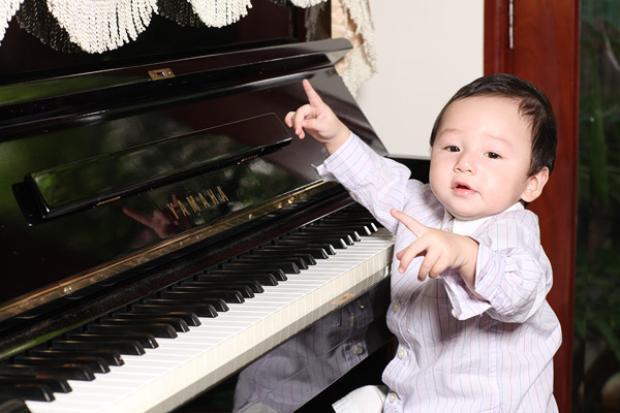 """Hình ảnh đáng yêu của bé Bảo Nam - """"cục vàng"""" nhà Jennifer Phạm - Quang Dũng luôn là tâm điểm của công chúng."""
