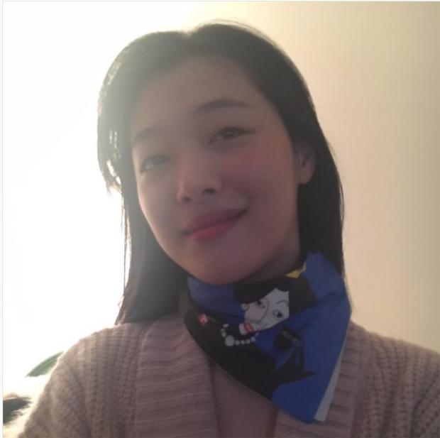 Sulli càng ngày chuộng phong cách thời trang bà cô Hàn Quốc?