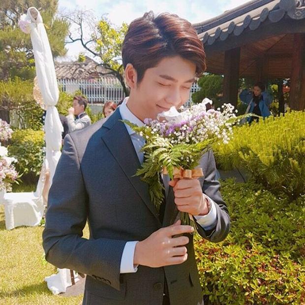 Phía đằng sau sẽ là nơi tổ chức tiệc cưới của Linh và Junsu?