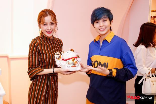 Gil Lê đọ vẻ soái ca với B Trần, rạng rỡ chúc mừng Chi Pu lên chức bà chủ