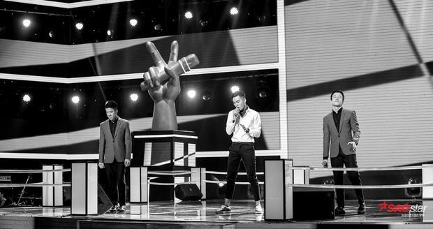 Ali Hoàng Dương và anh em Song Hào - Ngọc Hiệp đãdẫn khán giả bước vào không gian âm nhạc mượt mà khi thể hiện ca khúc Khi người mình yêu khócđược phối lại một cách mới mẻ.