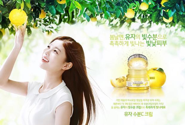 """""""Thái giám"""" Kim Yoo Jung trong quảng cáo mỹ phẩm dưỡng da."""
