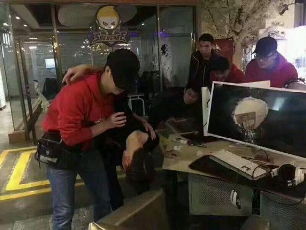 Bực tức vì thua game, nam thanh niên đập đầu thủng màn hình máy tính