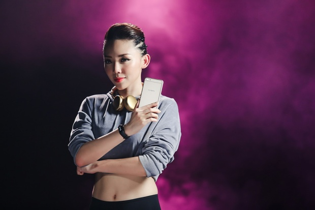 Đam mê với âm nhạc luôn thể hiện rõ trong từng sản phẩm, từng sự thể hiện của Tóc Tiên.